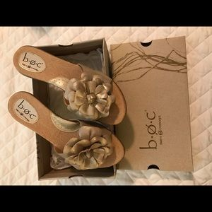 NWT sandals size 10/42